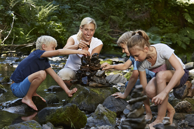 Familie in der Rötenbachschlucht