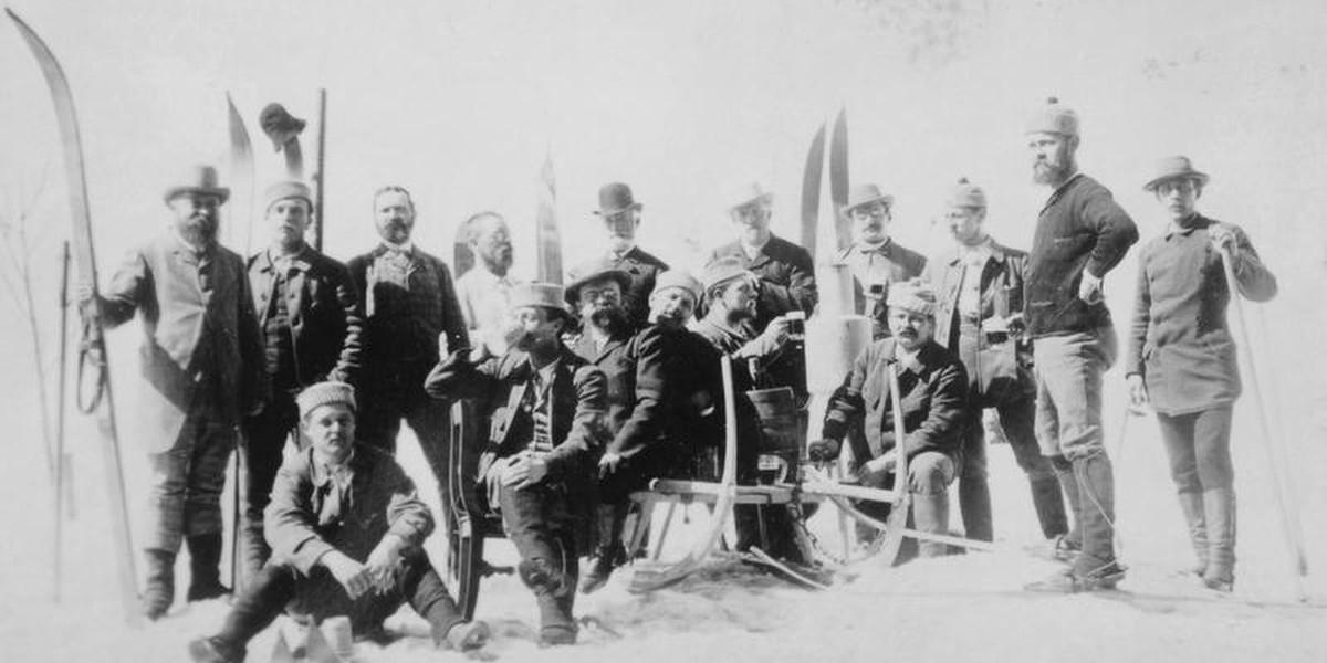 Die Mitglieder des ersten Skiclubs in Deutschland erlaubten sich per Satzung, anstatt sonn- und feiertags zur Kirche, zum Skifahren auf den Feldberg zu gehen.