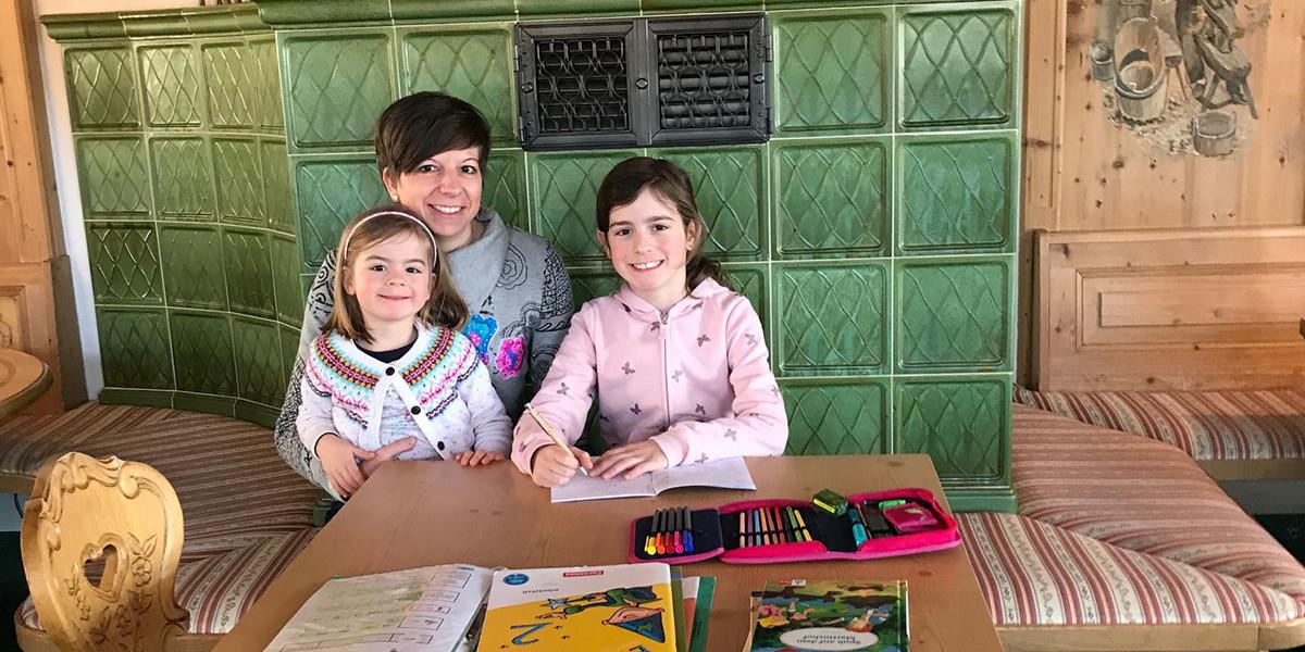 Yvonne Eiche mit ihren beiden Töchtern Lene (links) und Hannah
