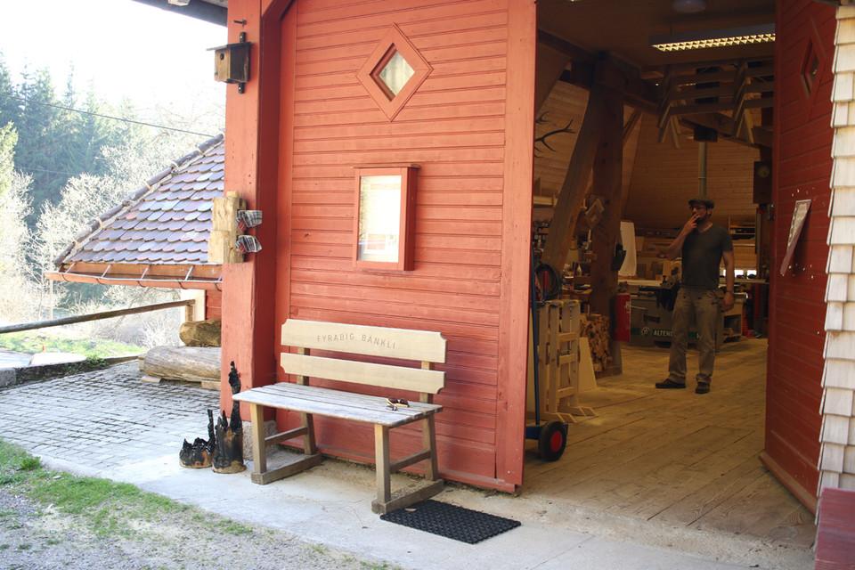 Möbel selber bauen und dies in einer schönen Umgebung, in einer professionellen Werkstatt.