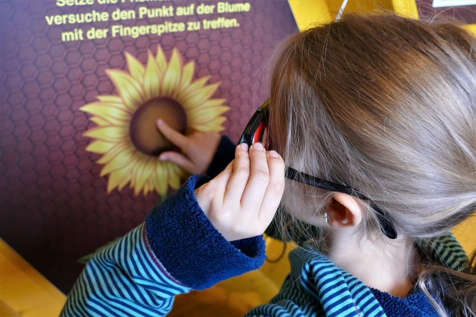 Kinder dürfen im Schwarzwaldhaus nicht nur anschauen, sondern auch machen.