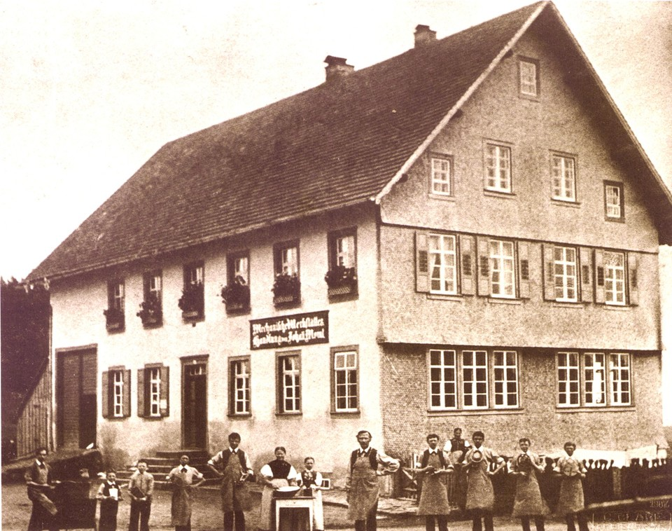Im ursprünglichen Stammhaus liegen die Anfänge des Familienunternehmens, das Johann Morat mit sechs seiner Söhne führte.
